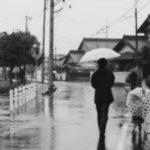 【危険】傘を横持ちする奴ってなんなの?
